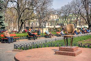 [ru]Одесса, памятник 12-му стулу[en]Odessa, Monument to the 12th Chair